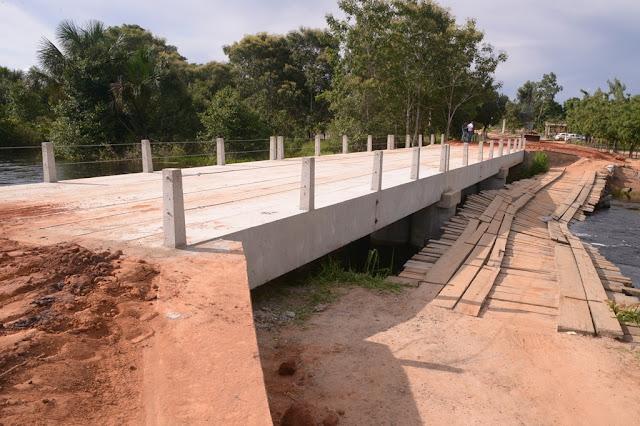 Prefeitura de Barreiras conclui construção de ponte de concreto, no Campo Erê e libera para tráfego