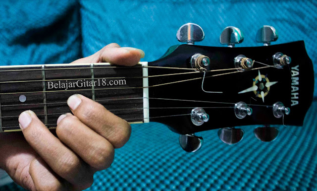 Kunci D Gitar
