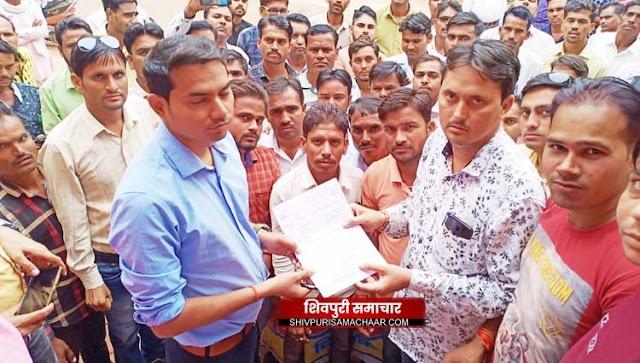 छठवें दिन भी जारी है रोजगार सहायकों की हड़ताल,कलेक्टर को सौंपा ज्ञापन | SHIVPURI NEWS