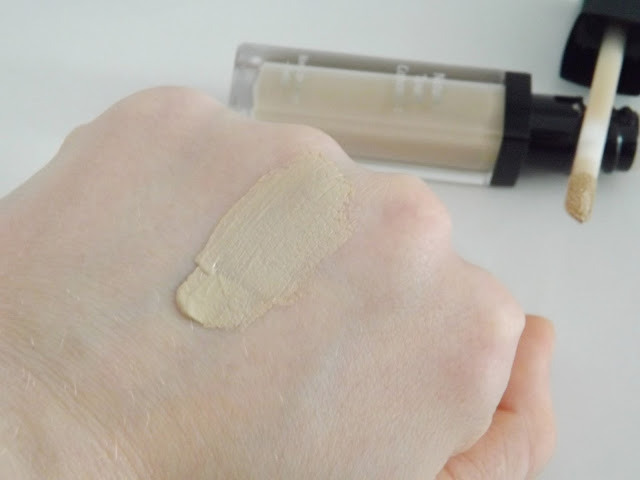 Rival de Loop Natural Touch Concealer Swatch