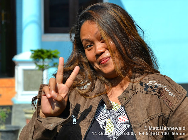 street portrait, Indonesia, Central Sulawesi, V sign, modern Indonesian woman, charming, outgoing, smiling, posing
