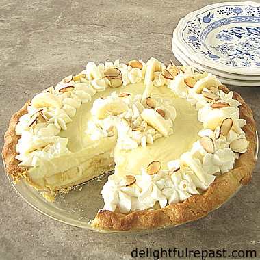 Banana Cream Pie - Pâte Sucrée (a slightly sweet shortcrust pastry) / www.delightfulrepast.com