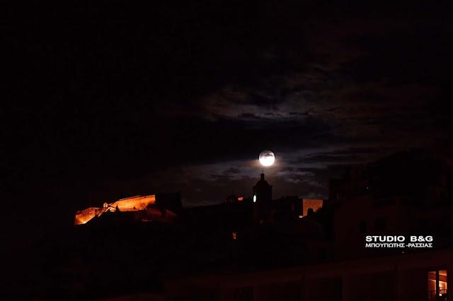 Η Πανσέληνος του Μαΐου πάνω από το Ναύπλιο