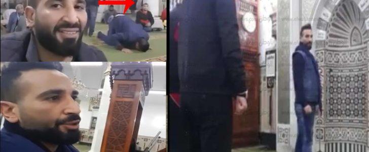 أحمد سعد يستفز الجمهور بتصوير نفسه سيلفي داخل المسجد