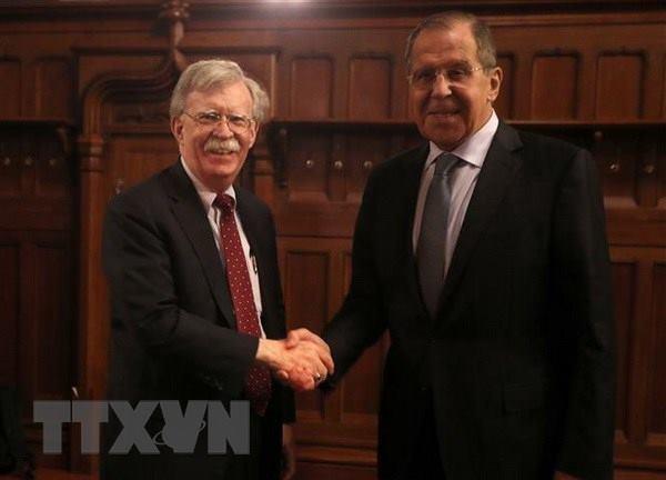 Ngoại trưởng Nga Sergei Lavrov (phải) trong cuộc gặp Cố vấn An ninh quốc gia Mỹ John Bolton