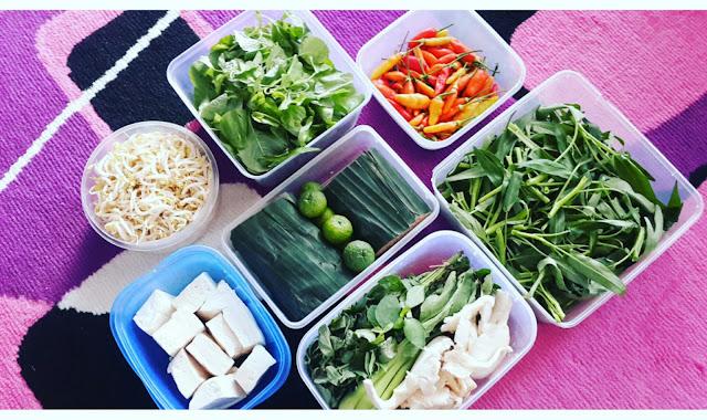 Sudah tahu belum food prep itu apa? Yup food prep adalah teknik menyiapakan semua bahan-bahan makanan yang akan digunakan untuk memasak dengan menyimpannya di dalam wadah berbeda (sesuai kategorinya misalnya sayuran, daging, ikan dls). Tujuannya adalah supaya lebih mudah saat ingin digunakan.