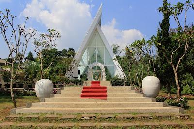 The Green Forest Resort Penginapan Lengkap
