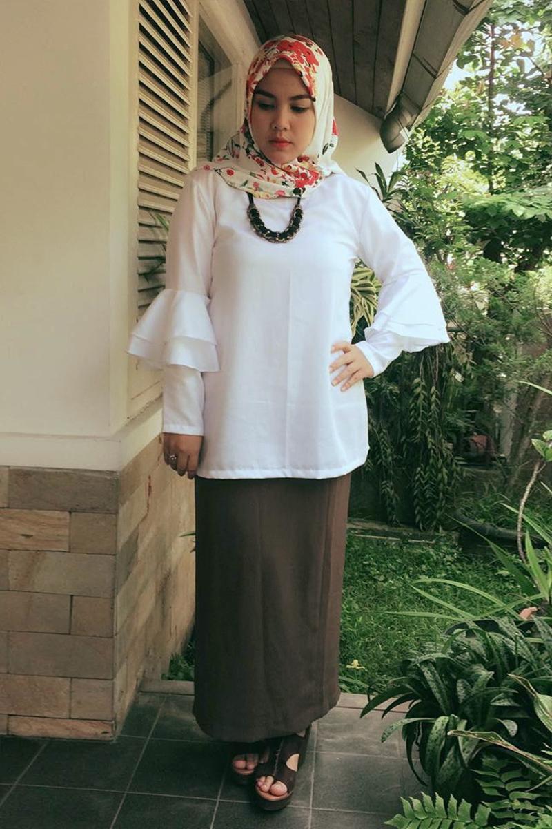 Ratu Annisa artis manis dan seksi pakai jilbab