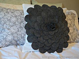 Felt Flower Pillow www.lovegrowswild.com #diy #pillow #tutorial
