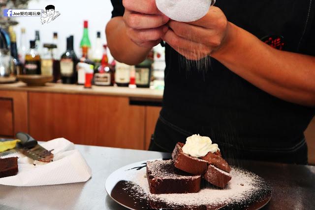 IMG 4777 - 【新竹美食】弄點咖啡COFFEE BAR -位於大遠百巷弄間的老屋咖啡廳,來這裡可以享受都市間的寧靜,甜點、飲品擺盤做工都非常的講究,價格也相當親民!