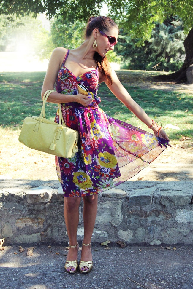 purple floral print dress gold sandals yellow bag gold jewelry purple nails