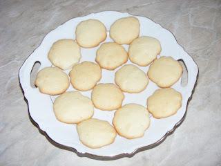 fursecuri simple, deserturi, dulciuri, retete fursecuri simple si rapide, retete culinare, desert, fursecuri din albusuri si unt,