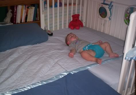 how to put your baby to sleep in cot
