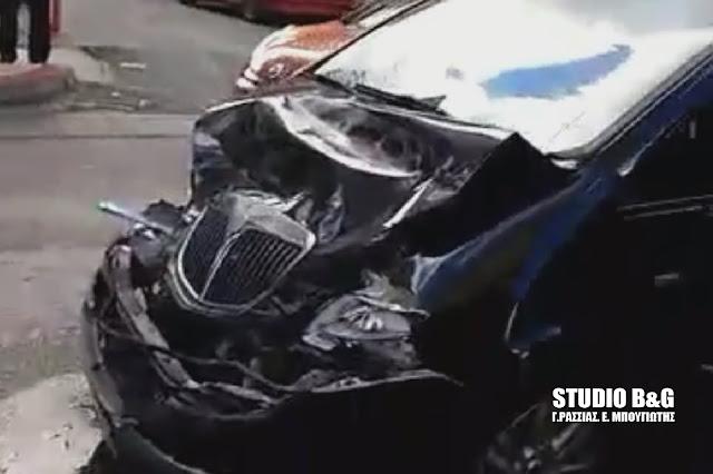 Τροχαίο ατύχημα με τραυματία στο Άργος - Φορτηγό κατέληξε σε τοίχο σπιτιού (βίντεο)