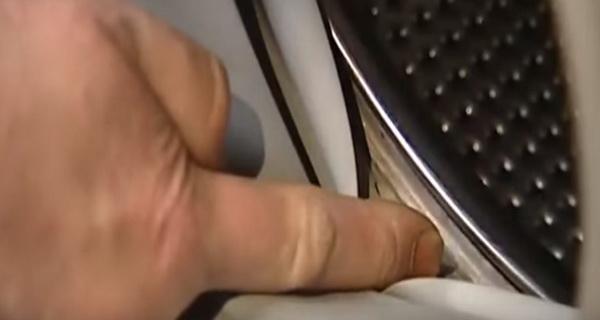 aveti grija la masina de spalat rufe, va poate inghiti sosetele