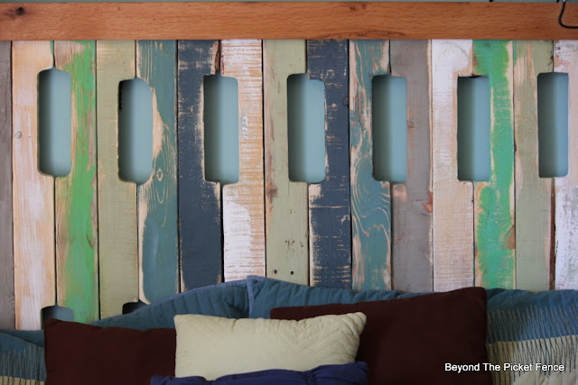 headboard, pallets, fusion mineral paint, reclaimed wood, beyond the picket fence,http://bec4-beyondthepicketfence.blogspot.com/2015/05/pallet-headboard.html