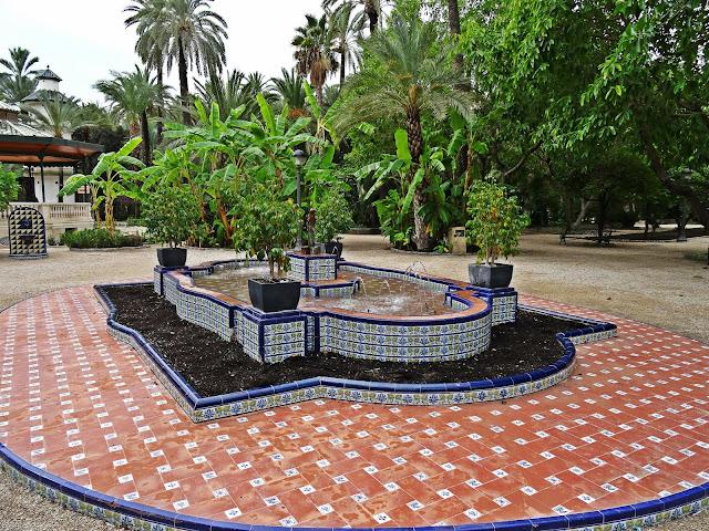 fontanna w stylu neoarabskim w Elche