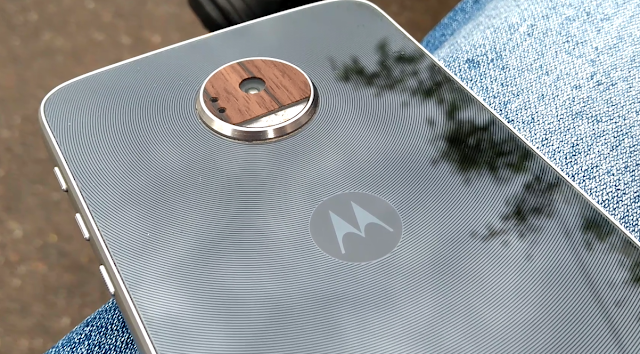 Moto Z Play spotted running Android 8.0 Oreo