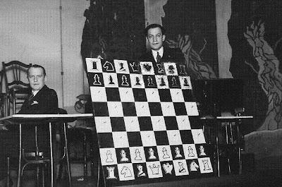 Alekhine y Koltanowski en una exhibición de partidas de ajedrez a ciegas