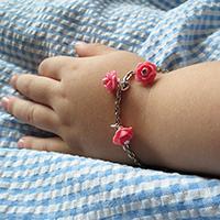 http://www.ohohdeco.com/2013/08/diy-girl-bracelet.html