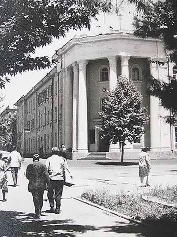 Горисполком. Фото города Душанбе 60-ых годов и фото тех же мест в 2015 году.