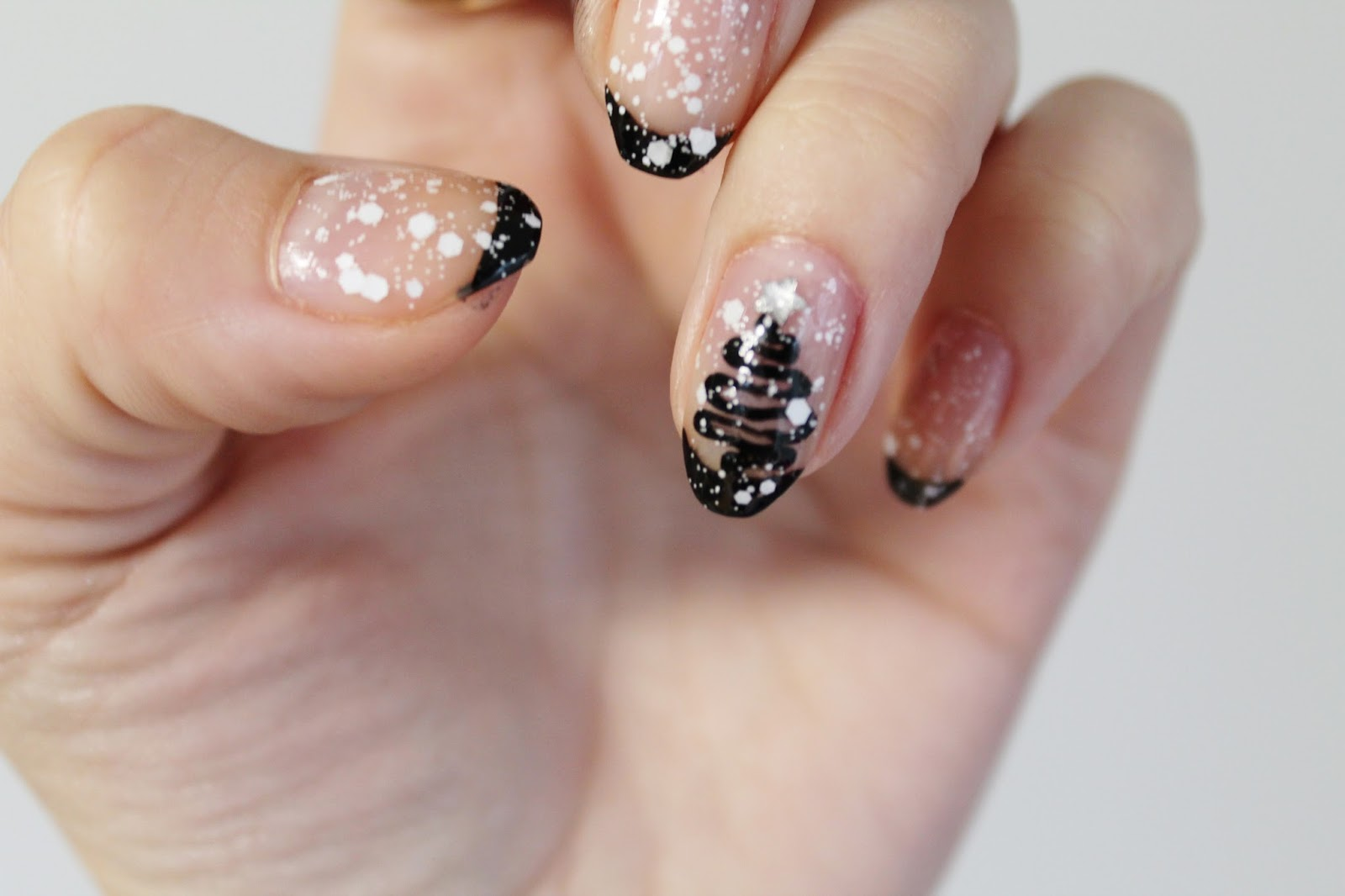 Simple Black and White Christmas Nail Art - Jersey Girl ...