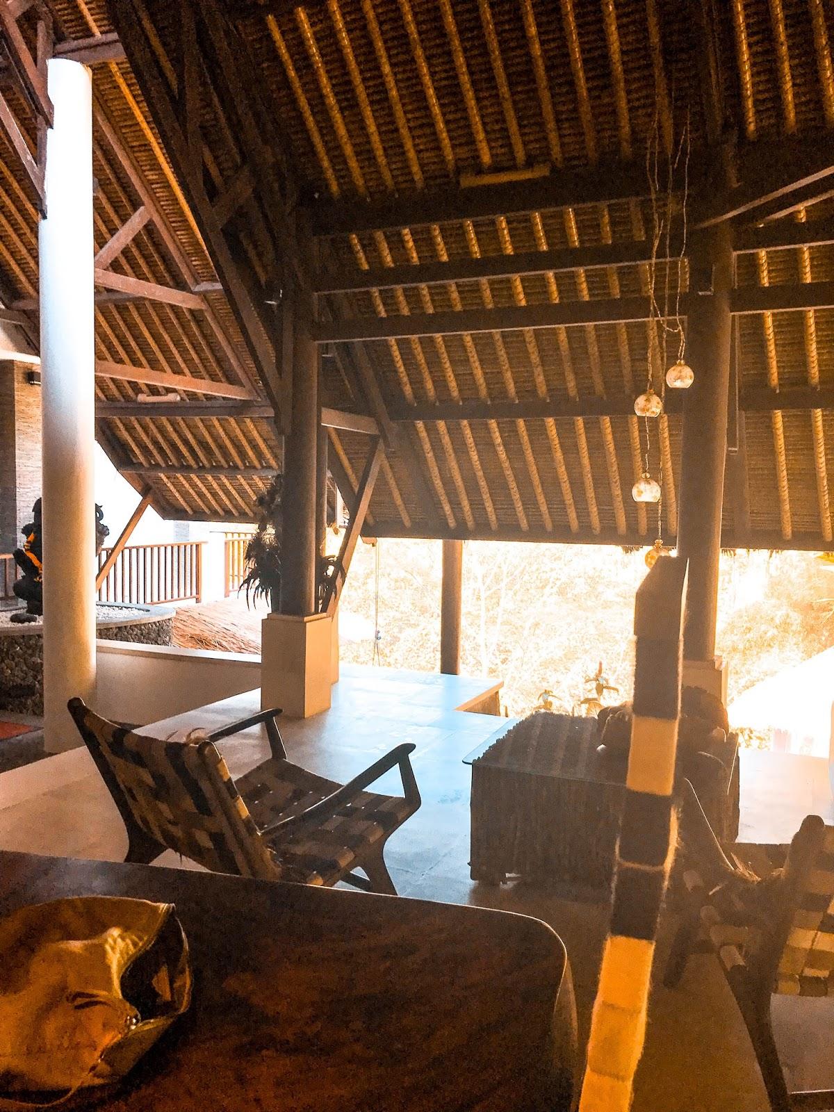 5740f3f758efe5 Materiali locali forgiati in elementi contemporanei: bambù, legno, pietra,  cuoio a regalare un ambiente unico e raffinato.