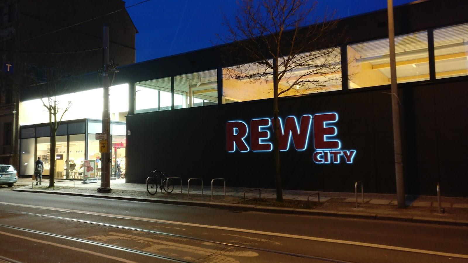 Der Rewe Markt in der Riebeckstraße ist endlich wieder offen ...