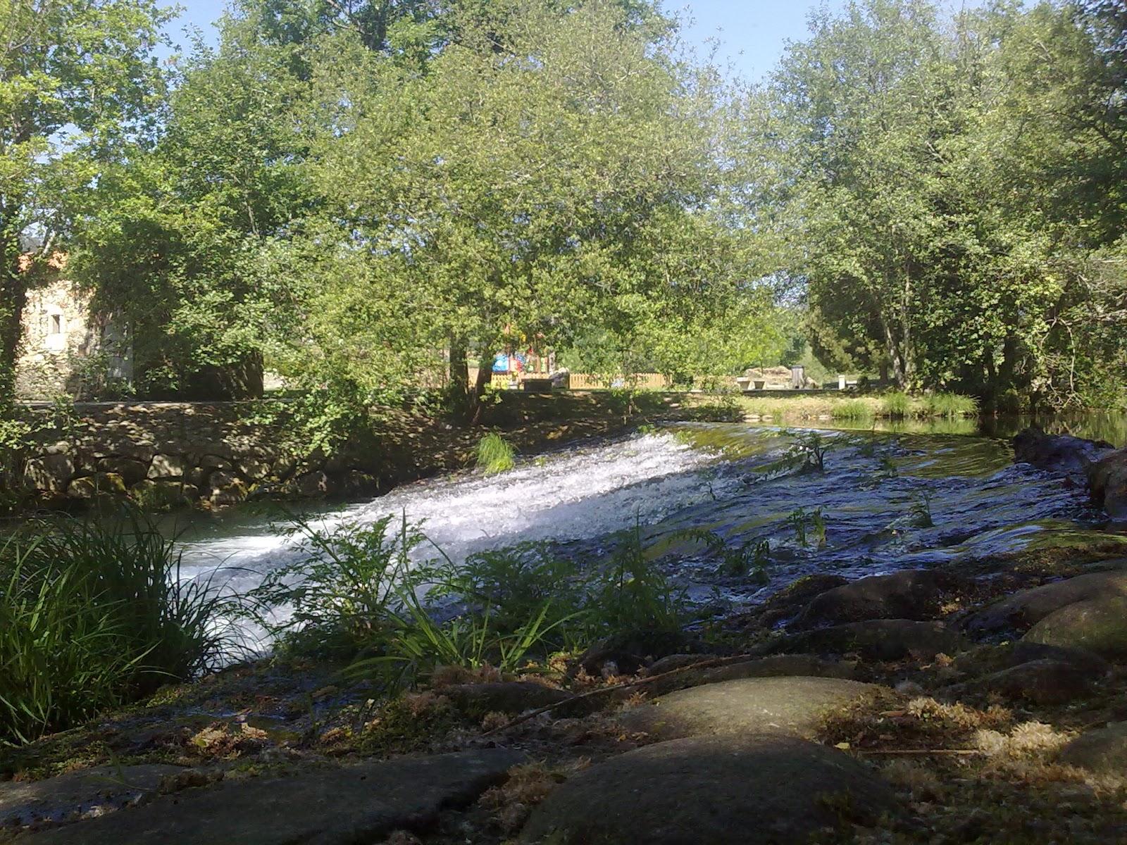 Paseo del río Tines en Outes
