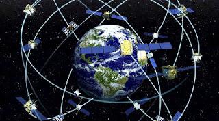 konstelasi satelit GPS yang mengitari bumi pada ketinggan 20.200 km dari permukaan bumi