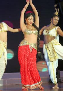 Pooja Kumar Dance Performance Pictures at Uthama Villain Audio Launch 9