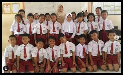 Guru yang dikenal sebagai Pahlawan tanpa tanda jasa 30 Puisi Guru Pahlawan Tanpa Tanda Jasa terbaik Sepanjang Masa