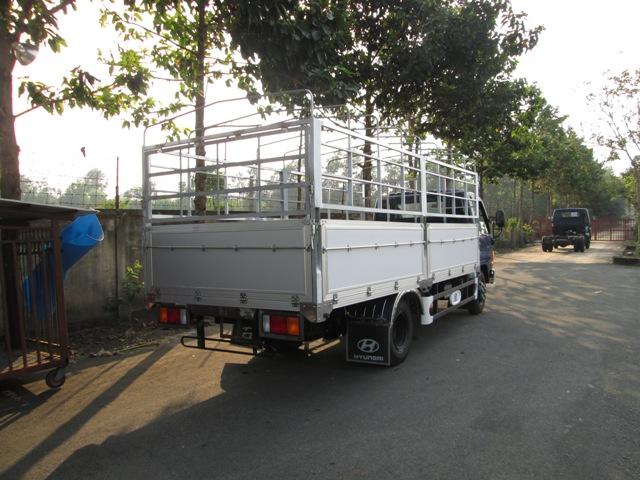 Xe Hyundai hd72 thùng bạt