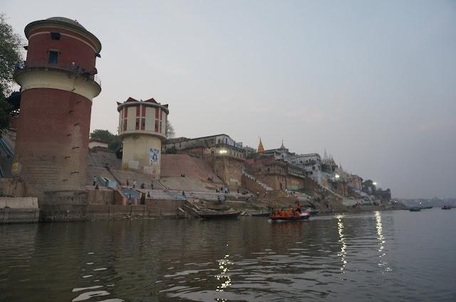 Menikmati Varanasi di tepian Sungai Gangga