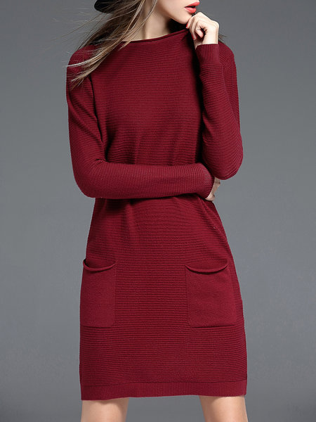https://www.stylewe.com/product/burgundy-casual-crew-neck-plain-pockets-sweater-dress-81847.html