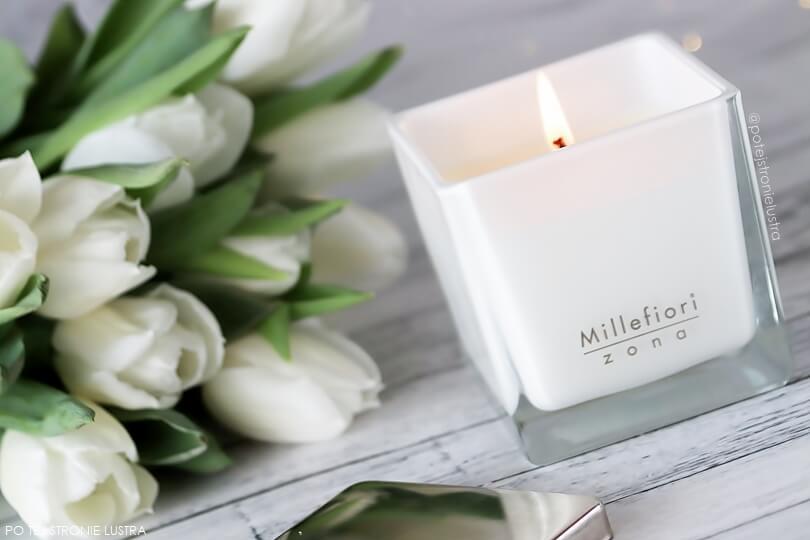 biała świeca millefiori i białe tulipany