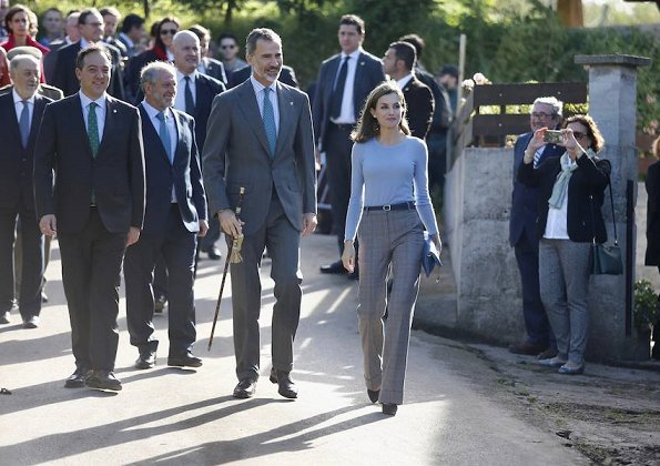 Queen Letizia wore Mango Prince of Wales trousers, Hugo Boss top, and Magrit suede pumps. Style of Letizia