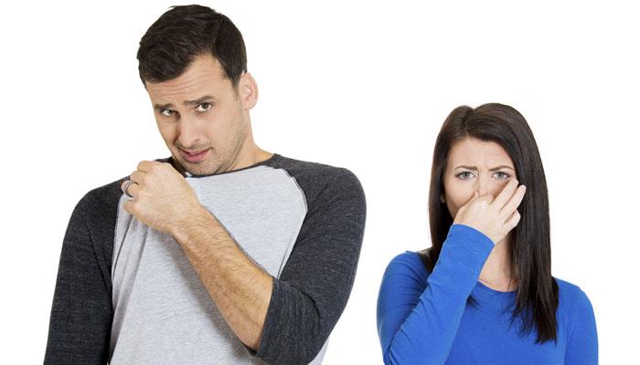 घरेलू नुस्खे, अपनाकर दूर कर सकते हैं पसीने की बदबू