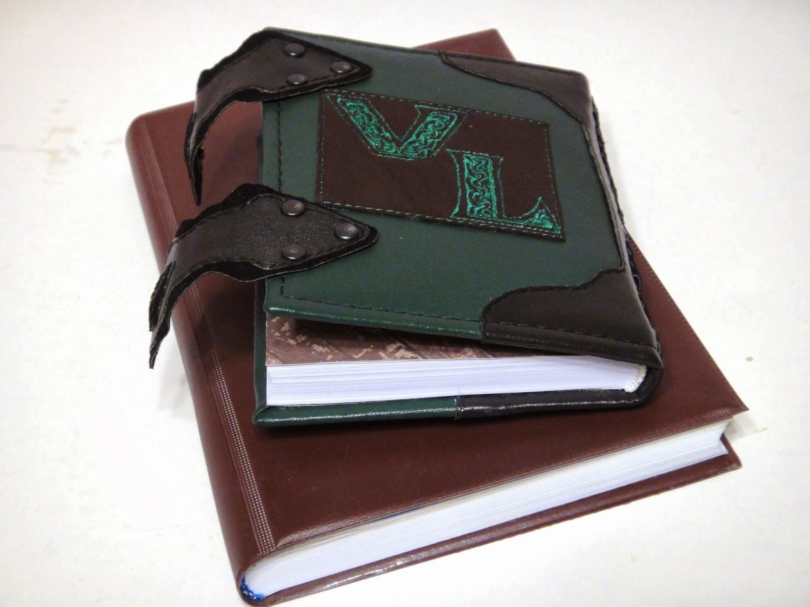 Датированный ежедневник ручной работы с двумя застежками