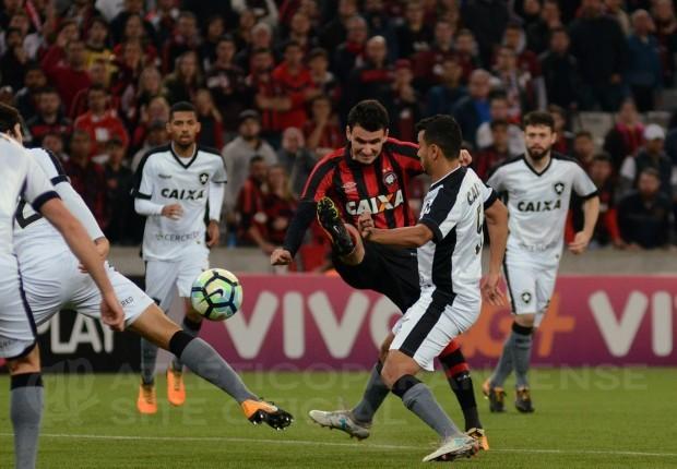 00b5e7dab4818 Atlético(PR) e Botafogo  jogo sem gols