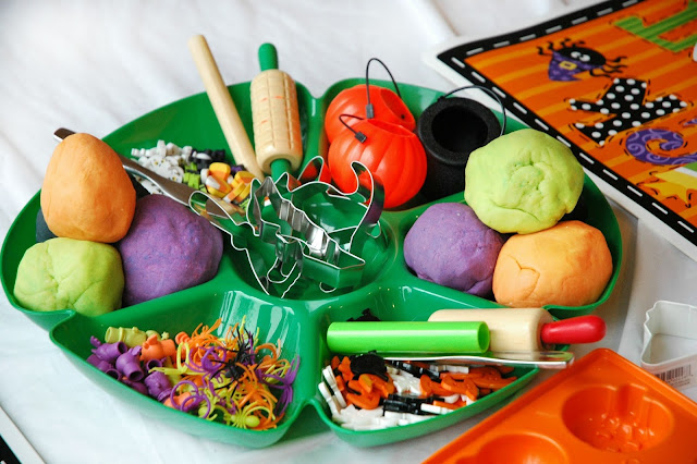 Halloween play dough activity tray for preschool kids