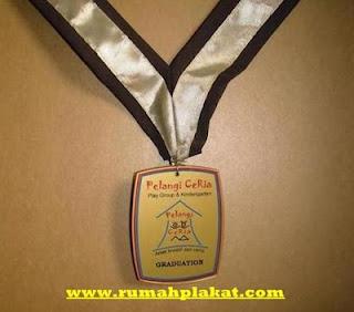 Pesan Medali Emas, Bikin Medali Murah, Harga Medali Emas Olimpiade, 0812.3365.6355, www.rumahplakat.com