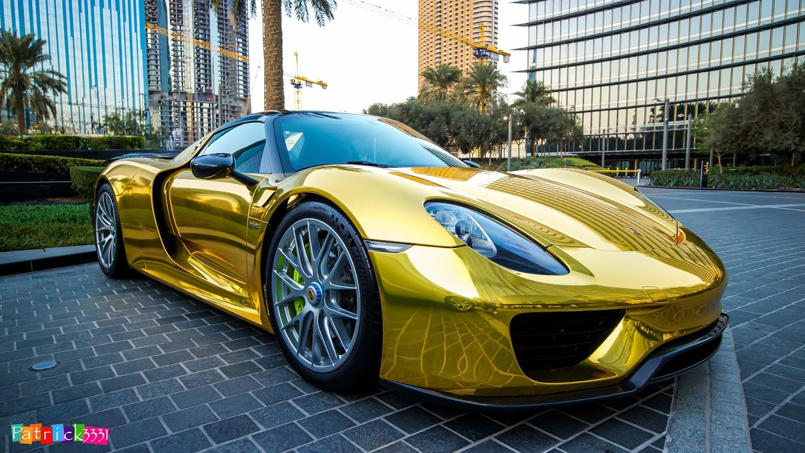 porsche 918 spyder wears traditional supercar gold chrome outfit w video. Black Bedroom Furniture Sets. Home Design Ideas