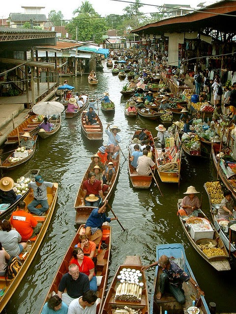 That's not the case for many traditional markets in Thailand. Aptly called floating markets, they're held on canals, and vendors navigate the narrow spaces on canoes filled with goods. - When You Go Shopping At This Incredible Market, Bring A Bag AND A Boat