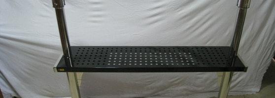 Tiang pembatas antrian dengan restbench , sign frame