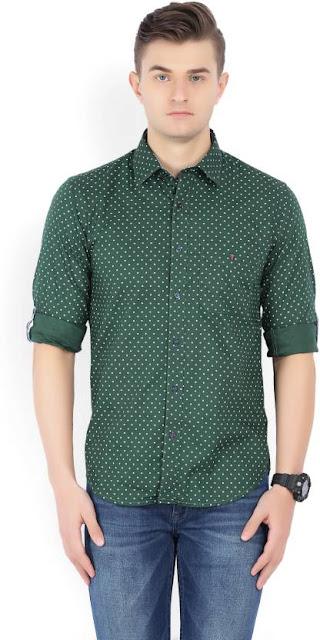 Desenli yeşil gömlek kombini