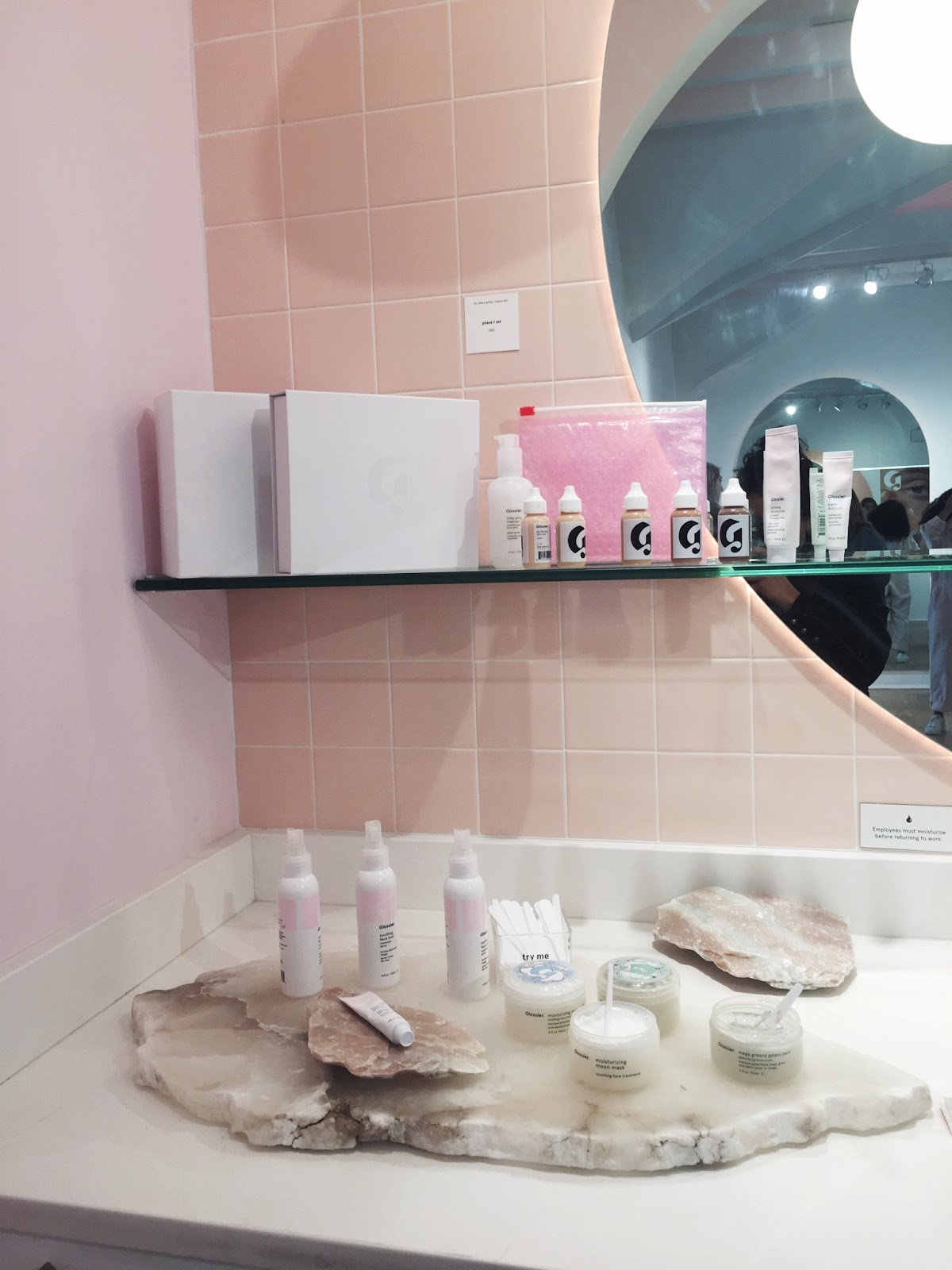 glossier showroom, glossier store, glossier popup, glossier shop, glossier nyc, glossier nyc showroom