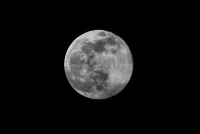 Foto Bulan Purnama Besar atau Super Moon
