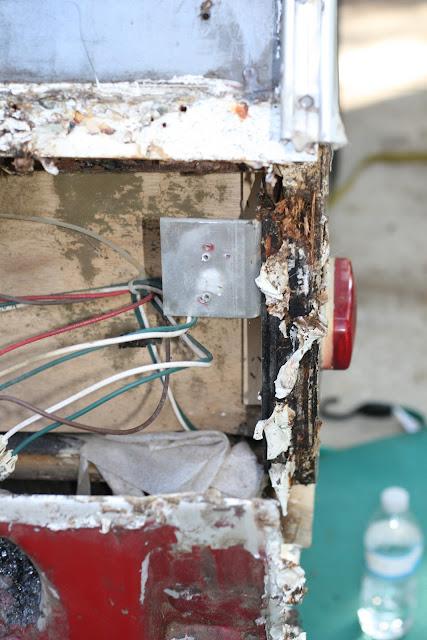 Infiltration d'eau Soyez vigilant !!! Faite vos inspections rigoureusement 11-12-2011+Water+Damage+002