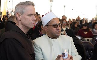 المفكر إميل أمين يكتب من القاهرة: شيوخ الازهر ورهبان الفرنسيسكان